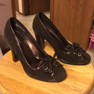 Mossimo suede and patent leather size 7 heels